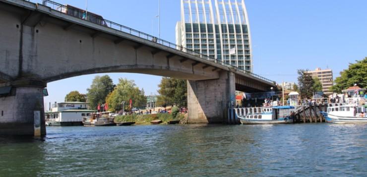 Ampliación o adosamiento: Las opciones para mejorar tráfico en el puente Pedro de Valdivia